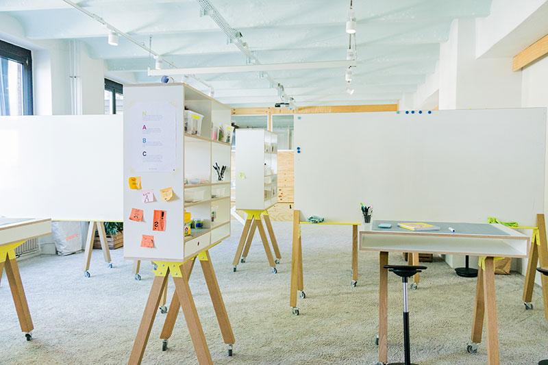 openmjnd Design Thinking Workshop Area mit Whiteboards und Arbeitsmaterial